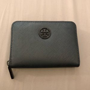 a2afc33c7d97 Women s Tory Burch Outlet Handbags on Poshmark